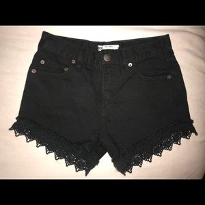 FREE PEOPLE BLK DENIM LACE SHORTS SIZE 2 / 24 NWT